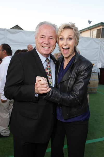 LA City Councilmember Tom LaBonge with Jane Lynch, recipient of the Marianne Williamson Founder Award.
