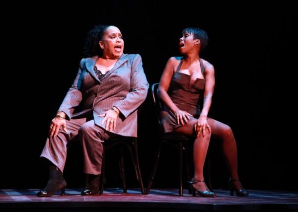 """Roz Ryan (Matron â€Å""""Mamaâ€Â� Morton) and Brenda Braxton (Velma Kelly)"""