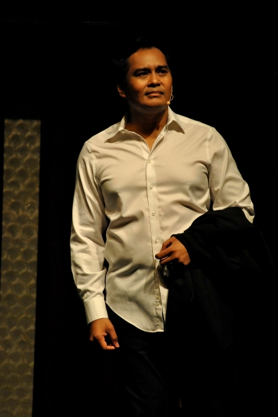 Photos: BOURNE LEGACY's John Arcilla Serenades Crowd with Broadway Songs