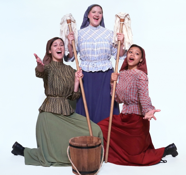 Jessica Martens as Hodel, Marie Schmidt as Tzeitel, and Jada Smith as Chava