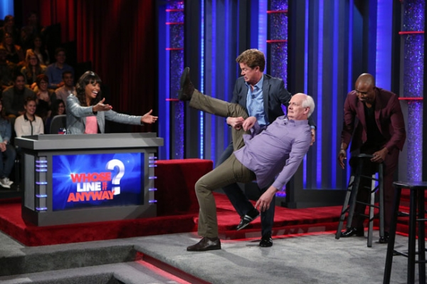 Whose Line is it Anyway -- �Legends  Football League� - Image WL103B_0022 -- Pictured (L-R): Aisha Tyler, Jonathan Mangum, Colin Mochrie and Wayne Brady -- Photo: Patrick Wymore /The CW -- © 2013 The CW Network, LLC.