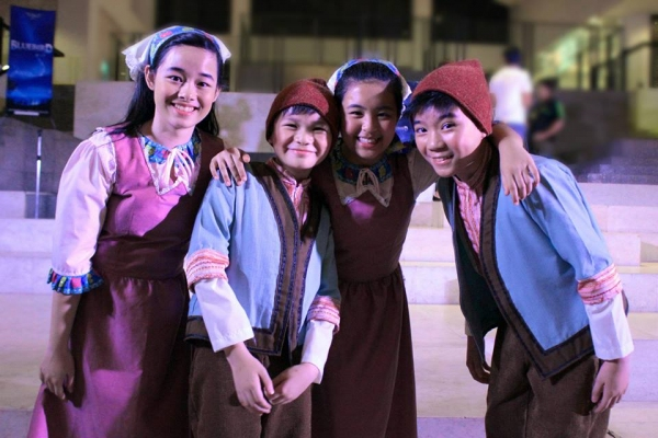 Photos: Christmas-Themed Musical BLUEBIRD OF HAPPINESS Meets the Press