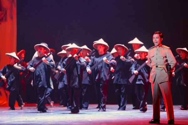 Photo Flash: First Look at Charlie Brady, Manna Nichols & More in MISS SAIGON at Starlight