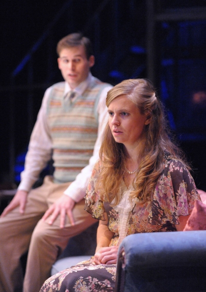 Matthew Schleigh as Jim and Sophie Hinderberger as Laura