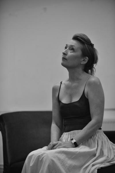 Lesley Manville (Helene Alving)