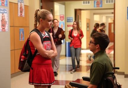 GLEE: Kitty (Becca Tobin, L) talks to Artie (Kevin McHale, R)