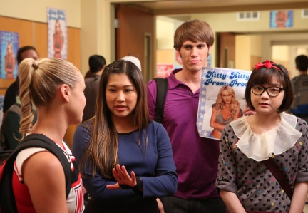 GLEE: Tina (Jenna Ushkowitz, second from L), Ryder (Blake Jenner, third from L) and Dottie (Pamela Chan, R) talk to Kitty (Becca Tobin, L) about running for prom queen