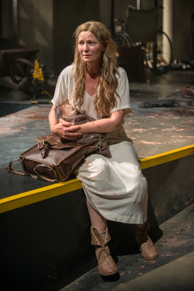 Beatriz (ensemble member Joan Allen)