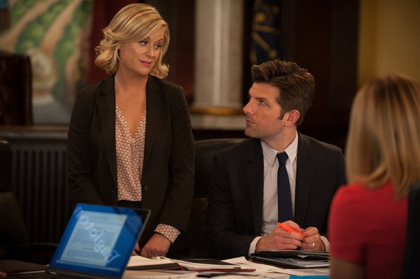 PARKS AND RECREATION -- ''The Pawnee-Eagleton Tip Off Classic'' Episode 603 -- Pictured: (l-r) Amy Poehler as Leslie Knope, Adam Scott as Ben Wyatt -- (Photo by: Colleen Hayes/NBC)