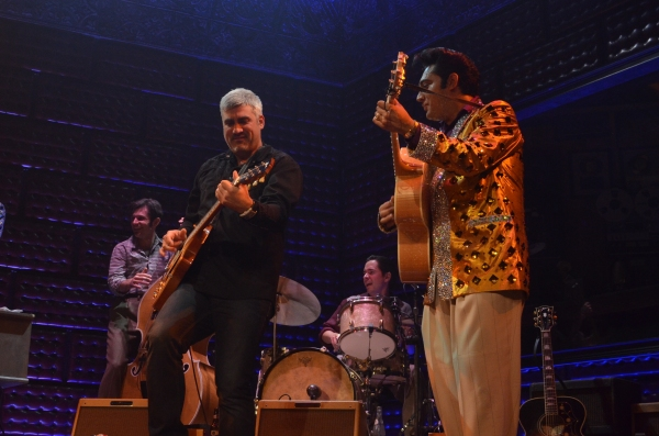 Taylor Hicks jams with the cast of MILLION DOLLAR QUARTET