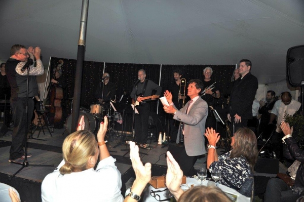 Michael Bush & Jonathan Brielle lead the applause for The Brielle Band Photo