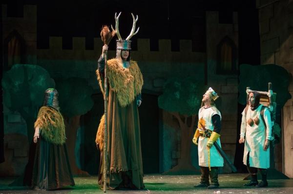 The Knights of Ni and King Arthur (Scott Langdon) with Patsy (David Jack)
