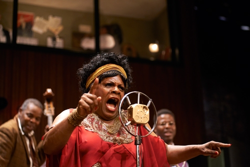 Ma Rainey (Tina Fabrique*) sings straight from the heart