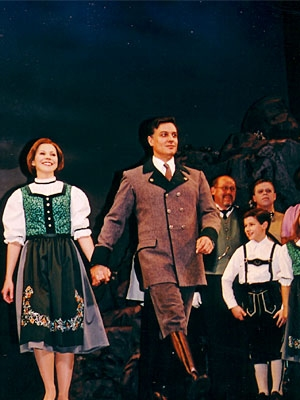 Amanda Watkins, Robert Cuccioli and Nick Jonas (Sound of Music: Opening Night 2003)