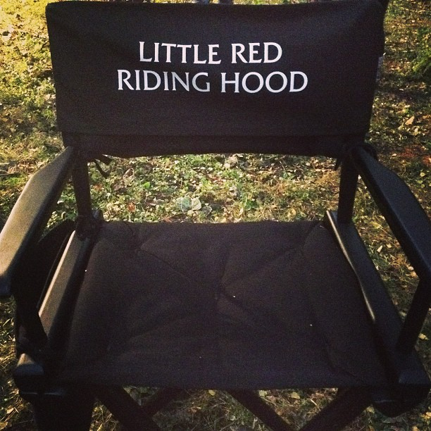 Anna Kendrick & Lilla Crawford Tweet From INTO THE WOODS Set; New On Location Look