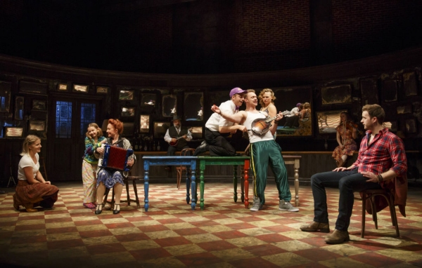 Photo Flash: First Look at ONCE National Tour - Stuart Ward, Dani De Waal & More!