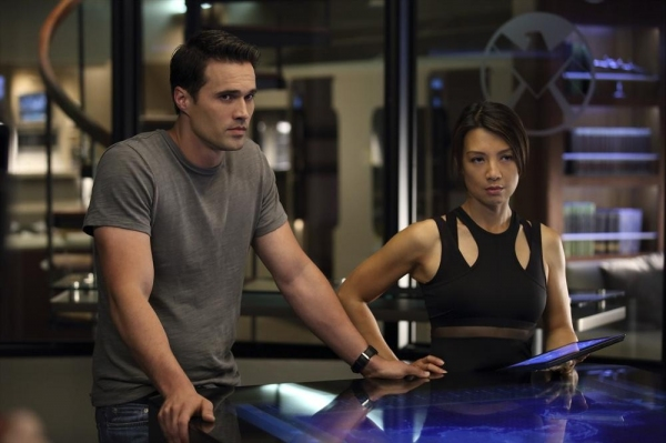Photo Flash: First Look at MARVEL'S AGENTS OF S.H.I.E.L.D.'s 'Girl in the Flower Dress'