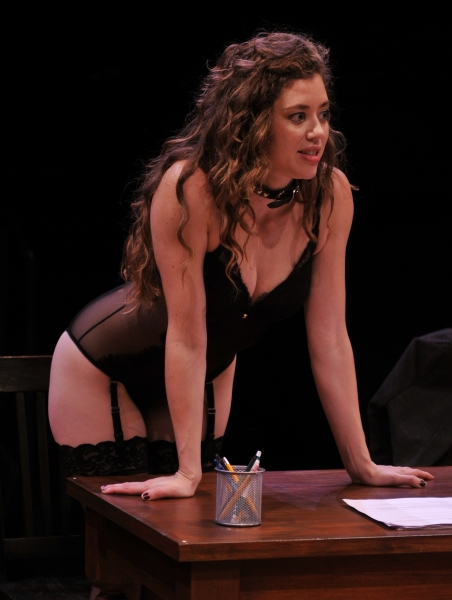 Nicole Rodenburg as Vanda