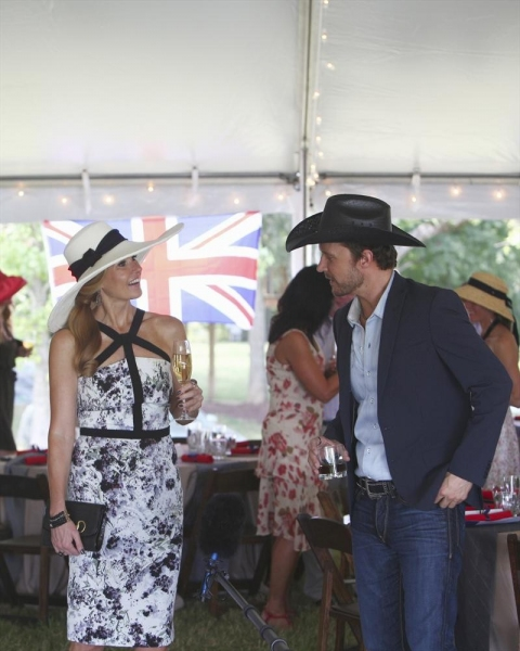 NASHVILLE - ''It Must Be You'' - Rayna sets the record straight on all things personal and professional in a candid interview with ABC News'' Robin Roberts (as herself). Determined to be her own boss, Rayna attends the Belle Meade Polo Match to seek out i