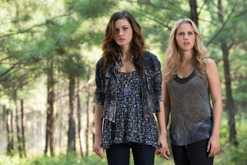 The Originals -- ''Sinners and Saints'' -- Image Number: OR105a_0118.jpg -- Pictured (L-R): Phoebe Tonkin as Hayley and Claire Holt as Rebekah -- Photo: Bob Mahoney/The CW -- © 2013 The CW Network, LLC. All rights reserved