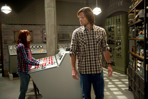 Supernatural -- ''Slumber Party'' -- Image SN904a_0070 -- Pictured (L-R): Felicia Day as Charlie and Jared Padalecki as Sam -- Credit: Diyah Pera/The CW --  © 2013 The CW Network, LLC. All Rights Reserved