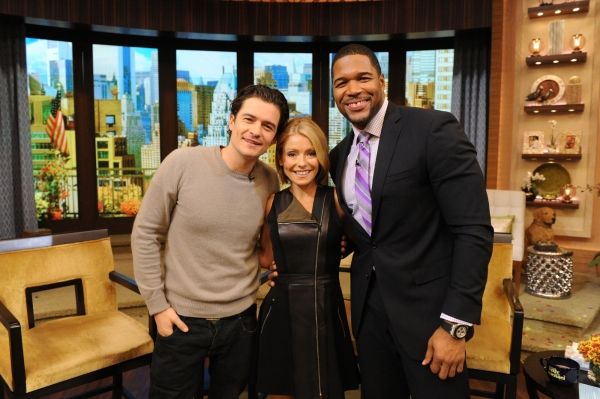 Kelly Ripa and Michael Strahan talk with Orlando Bloom during the production of ''Live! with Kelly and Michael'' in New York on Thursday, October 24, 2013.Photo: David M. Russell/Disney ABC©2013 Disney ABC. All Rights Reserved.