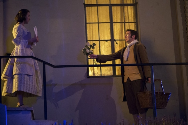 BWW Reviews: WICKED LIT Brings Spooky Literature to Life Inside Mountain View Mausoleum