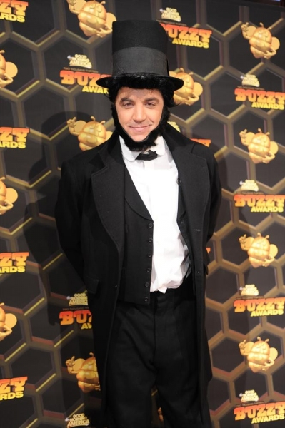 .GOOD MORNING AMERICA - It''s Halloween featuring the ''Buzzy Awards,'' on ''Good Morning America,'' 10/31/13, airing on the on the ABC Television Network.  (ABC/Athena Torri)JOSH ELLIOTT (as Abraham Lincoln)