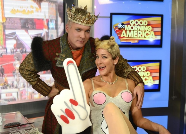 GOOD MORNING AMERICA - Coverage of GOOD MORNING AMERICA''s Halloween Show featuring the ''Buzzy Awards,'' 10/31/13, airing on the ABC Television Network.   (ABC/Ida Mae Astute)SAM CHAMPION, LARA SPENCER