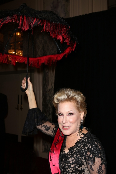 Photo Coverage: Billy Crystal, Katie Couric & More Celebrate HULAWEEN IN THE BIG EASY
