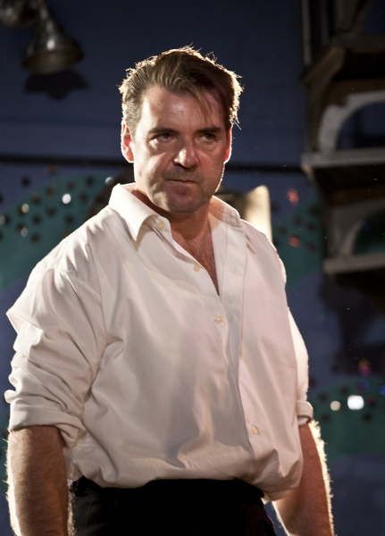 Photo Flash: First Look at Brendan Coyle, Rupert Grint and More in MOJO