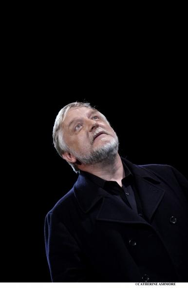 SIMON RUSSELL BEALE giving a speech as Hamlet (which he performed at the NT in 2000)
