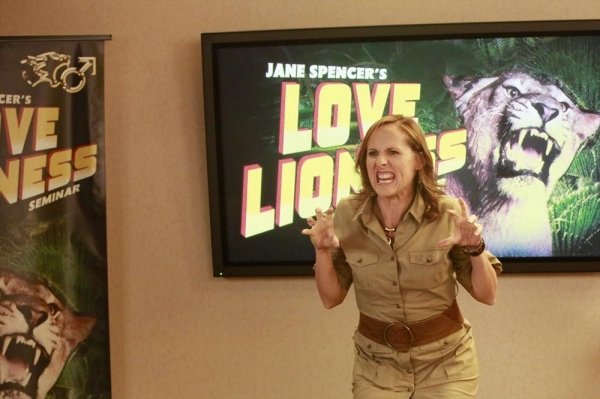 SUPER FUN NIGHT - ''The Love Lioness'' - Kimmie and the gang decide to attend a semin Photo