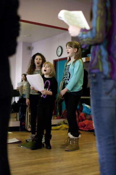 Skye Alyssa Friedman (Annie), Brooklyn Shuck (Annie), and Emma Howard (Matilda)