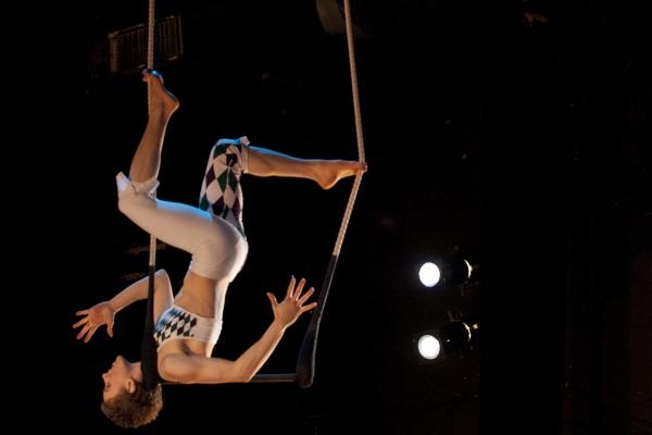 Photo Flash: Sneak Peek at Sweet Can Productions' MITTENS AND MISTLETOE, Beg. Tonight