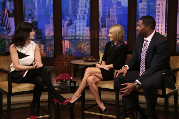 Kelly Ripa and Michael Strahan talk to Idina Menzel