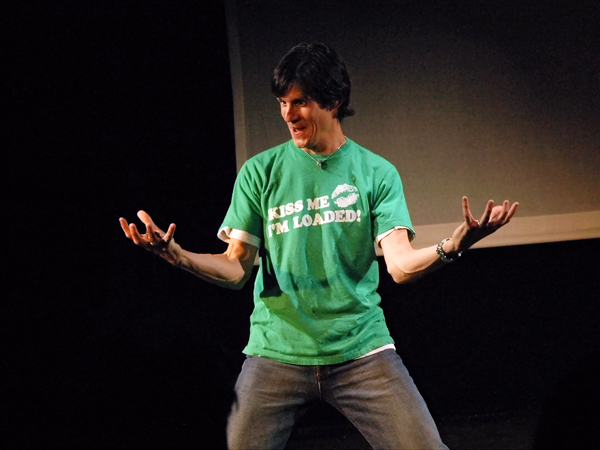 BWW Reviews: Patrick Combs' MAN 1 BANK 0 is Fascinating and Funny