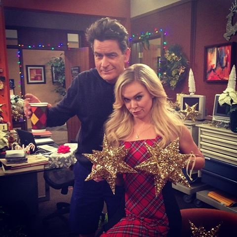 Charlie Sheen & Laura Bell Bundy Decorate For Holiday ANGER MANAGEMENT