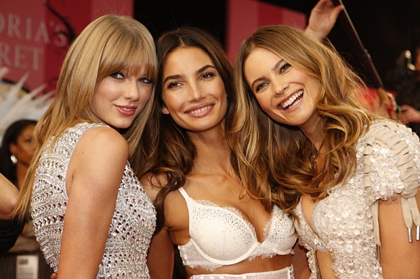 THE VICTORIA�'¢Â?Â?S SECRET FASHION SHOW returns to the CBS Television Network on Tuesday, Dec. 10 (10:00-11:00 PM, ET/PT).  This year''s fashion show will take place in New York City with world-famous Victoria�'¢Â?Â?s Secret Ang