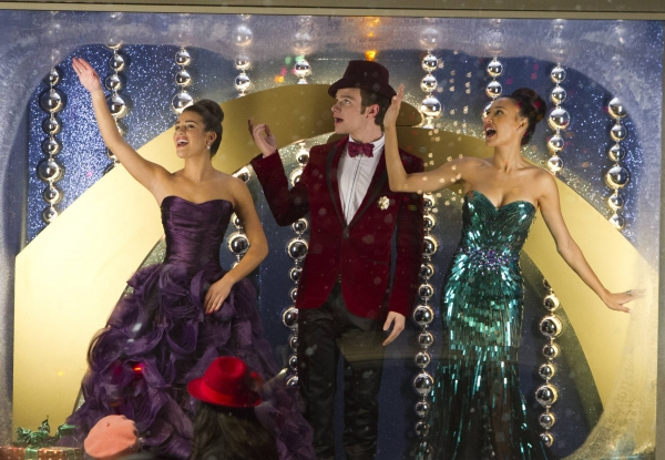 Photo Flash: New Images from GLEE's 'Previously Unaired Christmas' Episode