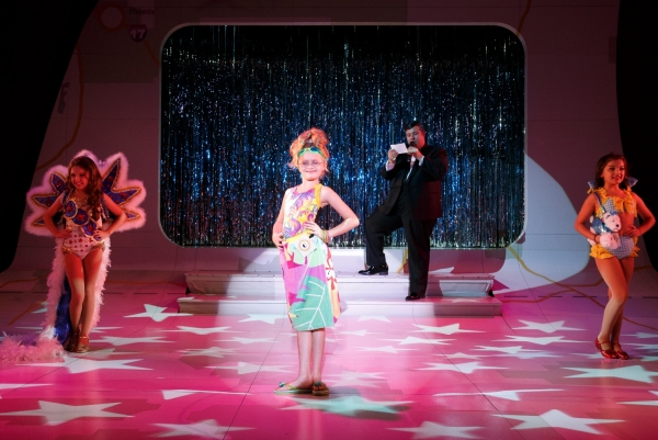 Review:  LITTLE MISS SUNSHINE Lowers The Bar