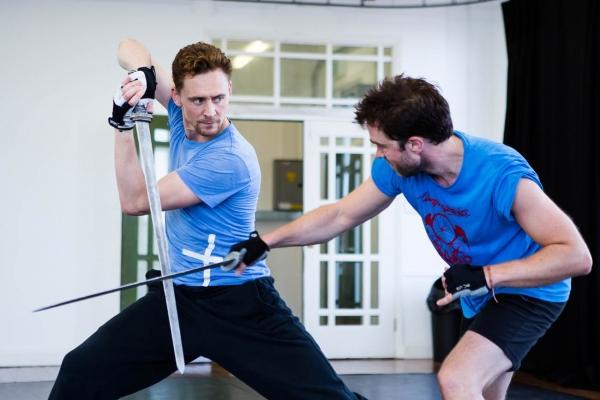 Tom Hiddleston, Hadley Fraser