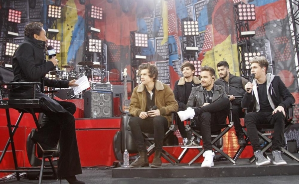 GOOD MORNING AMERICA - One Direction performs live from Central Park on ''Good Morning America,'' 11/26/13, airing on the ABC Television Network.    (ABC/Lou Rocco)ROBIN ROBERTS, ONE DIRECTION