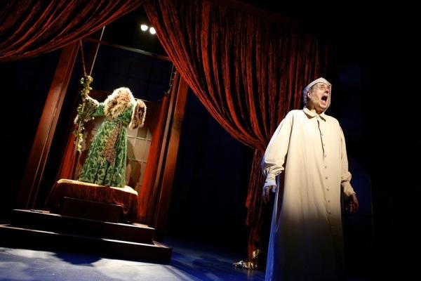Peter Van Wagner (Ghost of Christmas Present) and Steven Hendrickson (Scrooge)