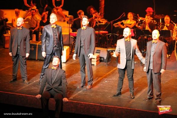 Alberto Aliaga, Alberto Vázquez, Diego Rodríguez, Emilio López, Fernando Samper y Victor González interpretan ''Dulces Damas'' de Sweeney Todd