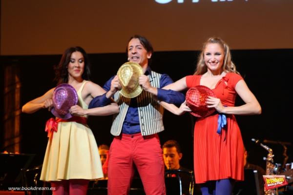 Empar Esteve, Germ�'¡n Torres y Diana Girbau cantan ''La Suerte Hoy Llegara'' (L Photo