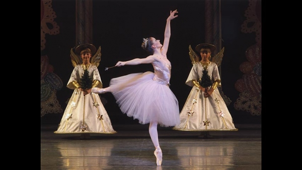 Abi Stafford as The Sugarplum Fairy with students from the School of American Ballet