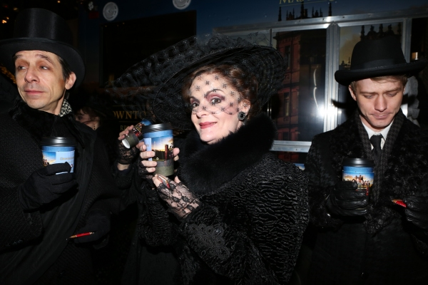Photo Coverage: A GENTLEMAN'S GUIDE TO LOVE AND MURDER Cast Has Afternoon Tea at Downton Abbey Food Truck!