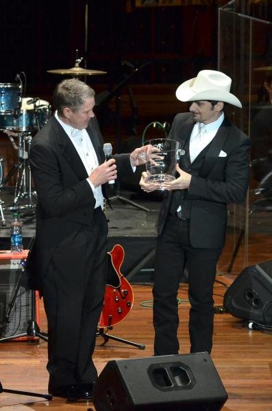 Senator Frist presneting Harmony Award to Brad Paisley Photo