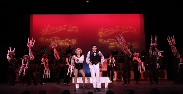 Jill Townsend and Jeffrey Scott Parsons and cast of Irving Berlin's White Christmas